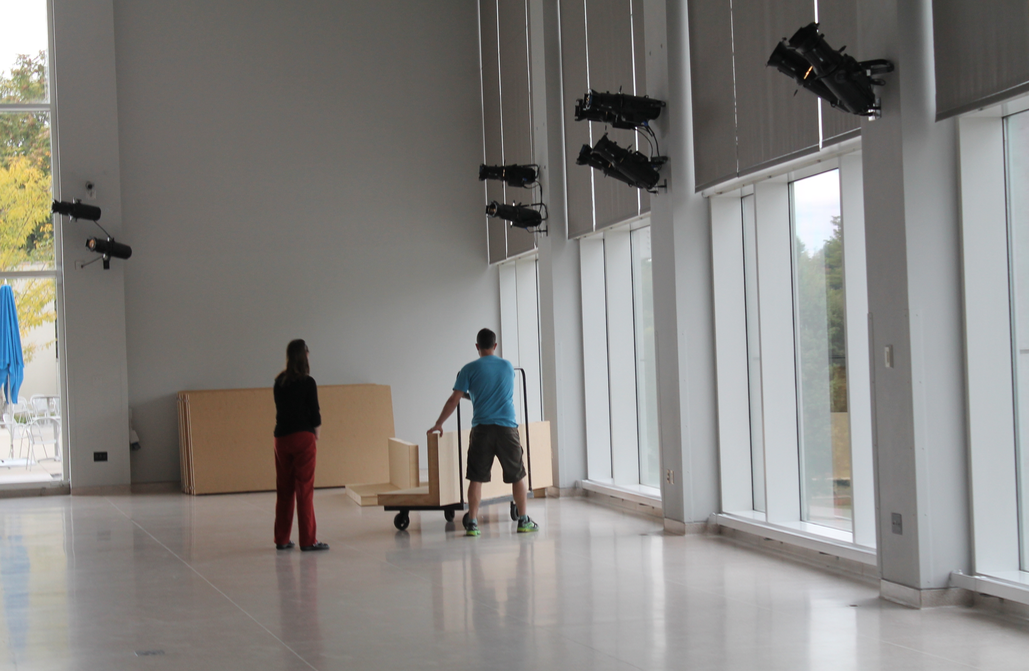 knoxville museum of art setting up mobile walls